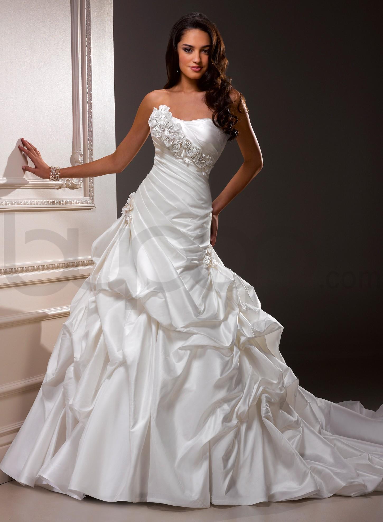 Lovelle taffeta scoop neckline a line wedding dress chez vous lovelle taffeta scoop neckline a line wedding dress junglespirit Gallery